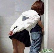 偷看异性朋友上厕所